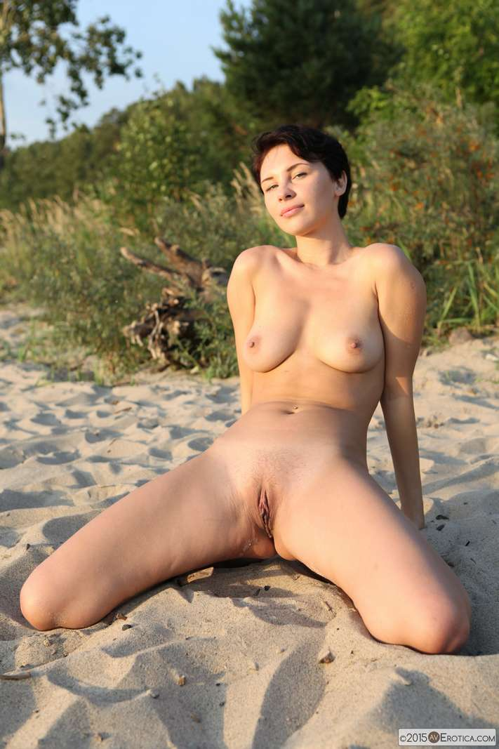 brune bonasse nue plage (136)