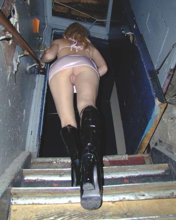chatte nue escalier public (17)
