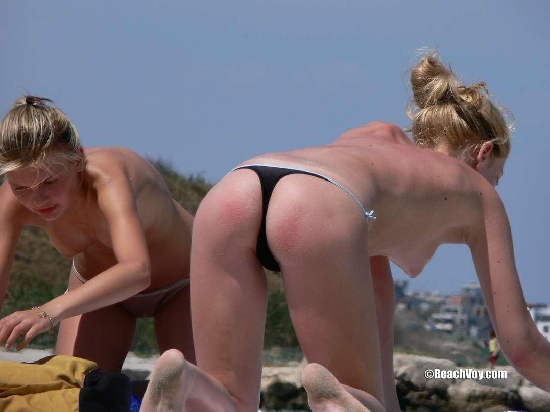 copines blondes seins nus plage (122)
