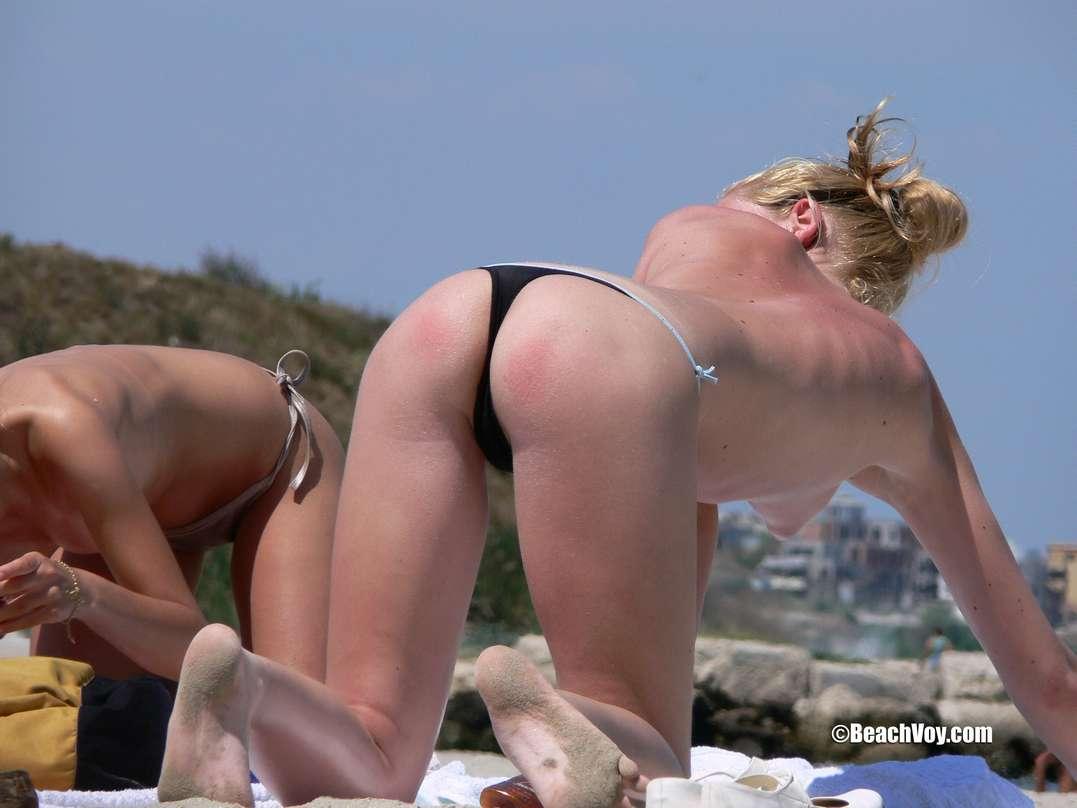 copines blondes seins nus plage (123)