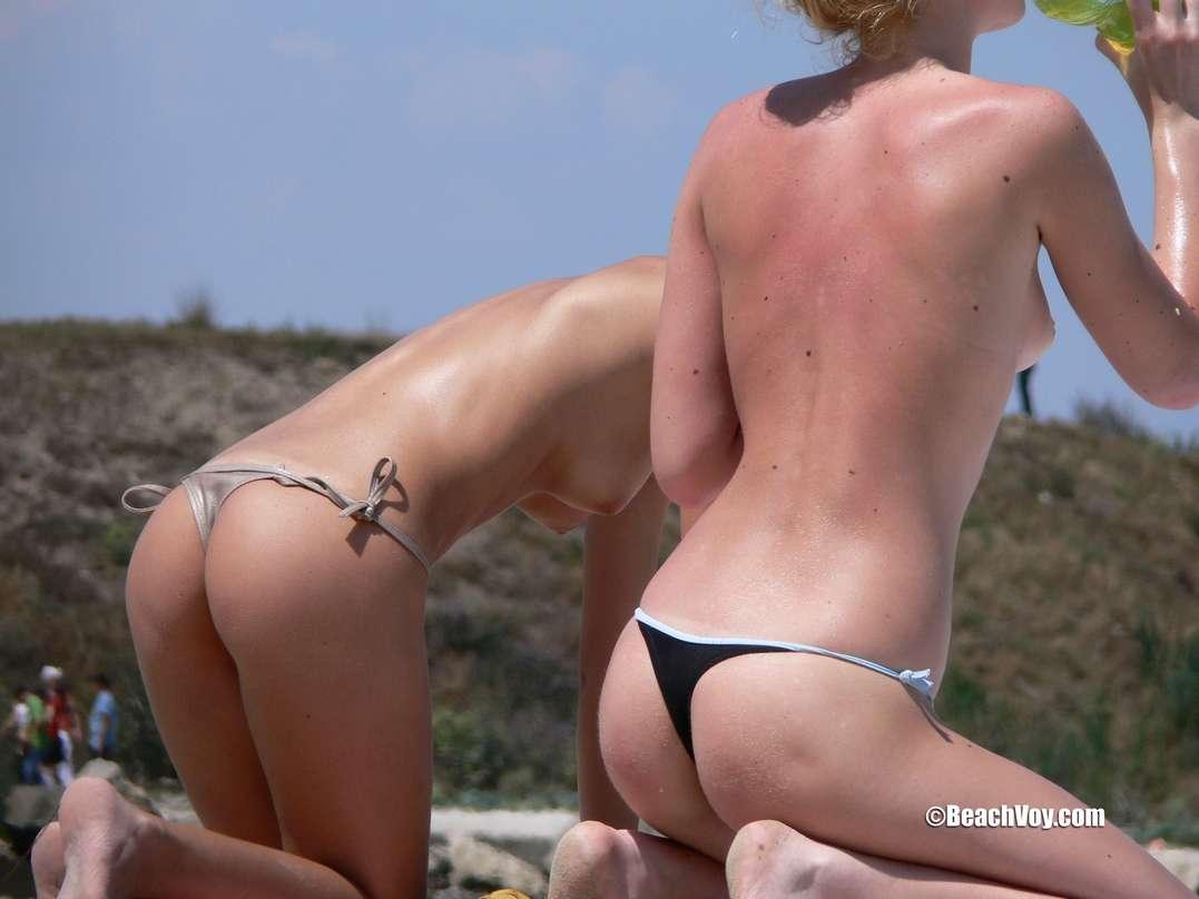 copines blondes seins nus plage (130)