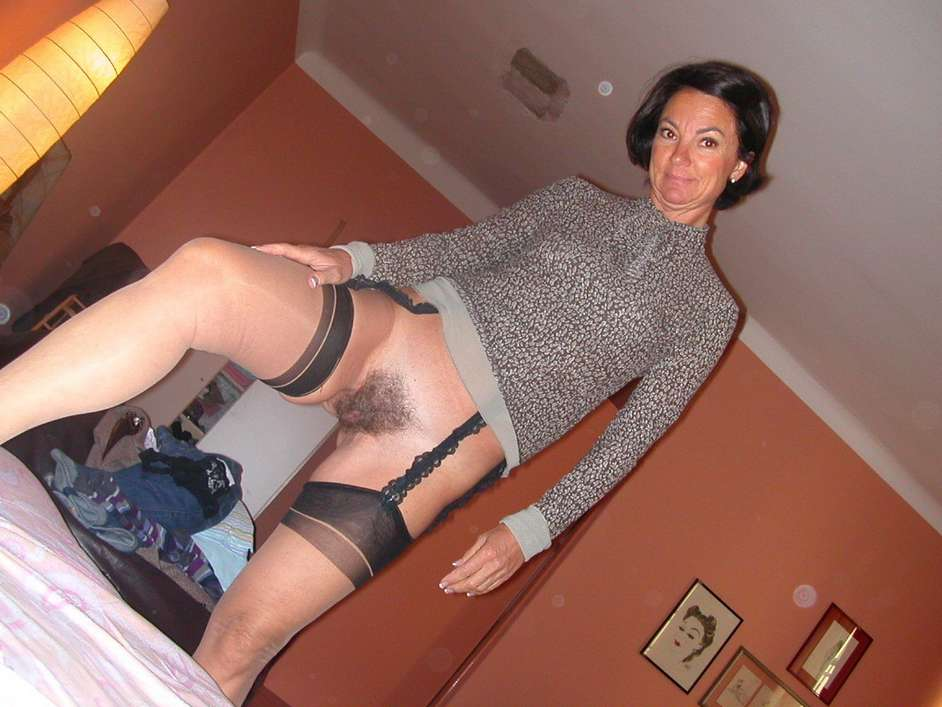 exhibe chatte poilue (26)
