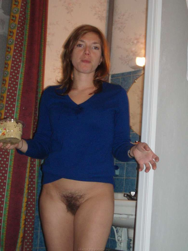 exhibe chatte poilue (6)