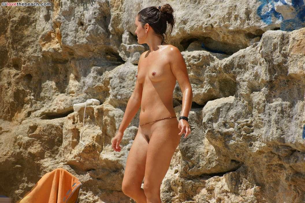 fille nue bonnasse plage (1)