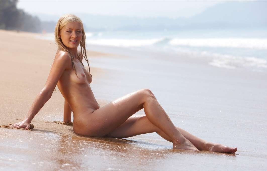 fille nue bonnasse plage (11)