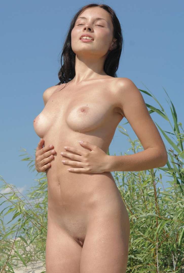 fille nue bonnasse plage (13)
