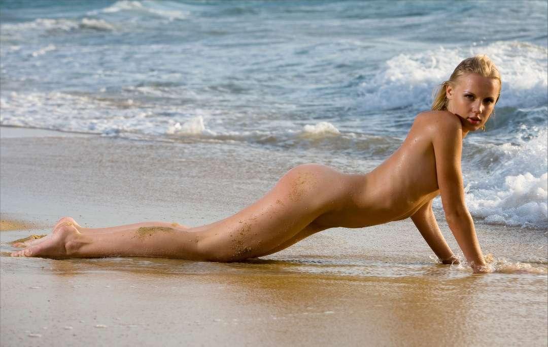 fille nue bonnasse plage (15)
