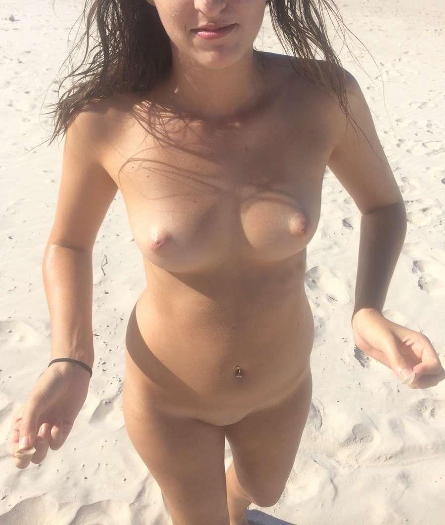 fille nue bonnasse plage (23)