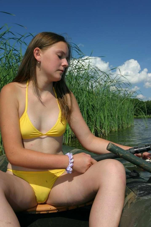 fille sexy bikini jaune (8)
