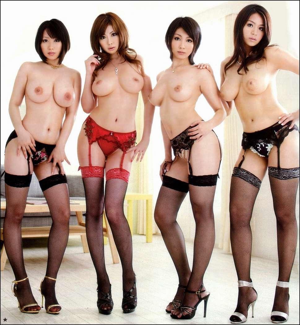 filles nues en groupe (17)