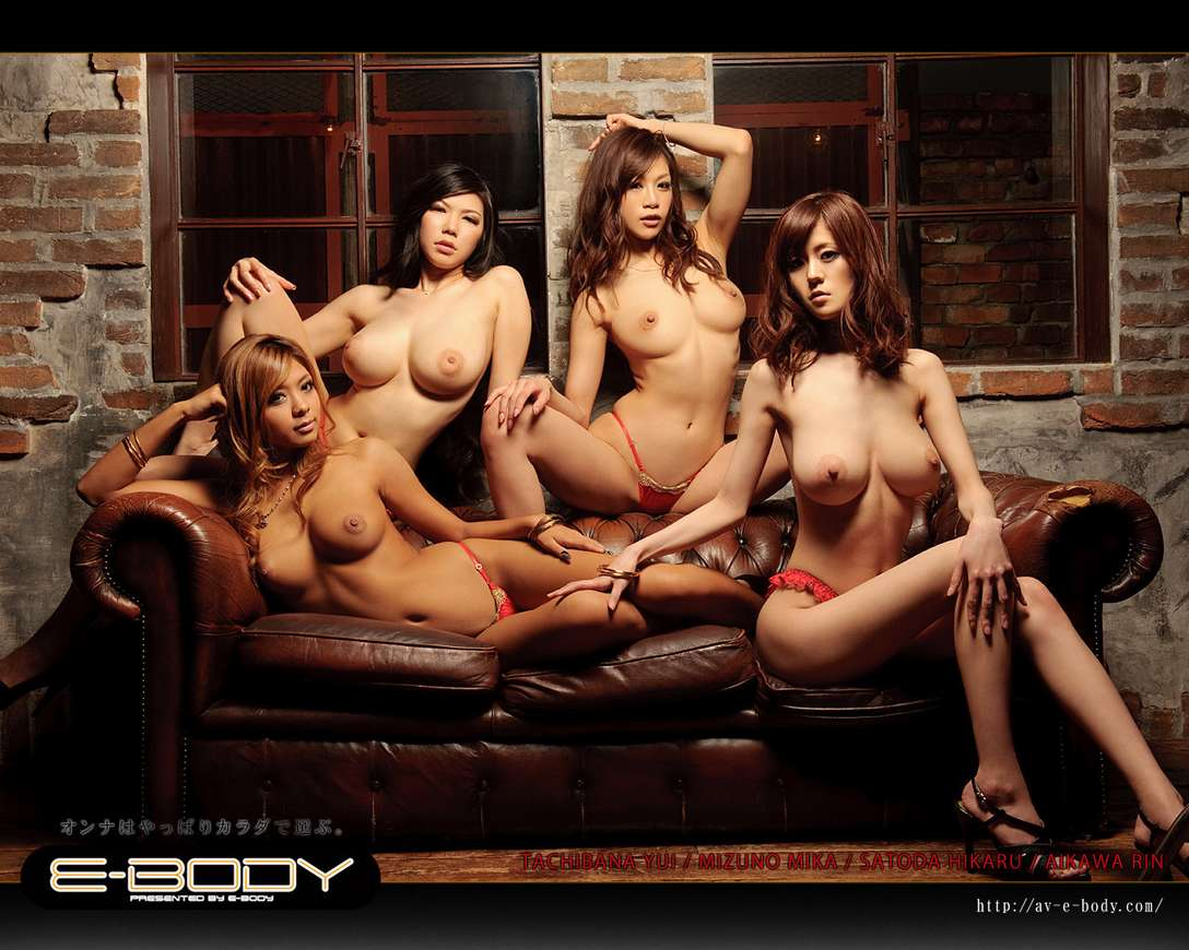 filles nues en groupe (8)