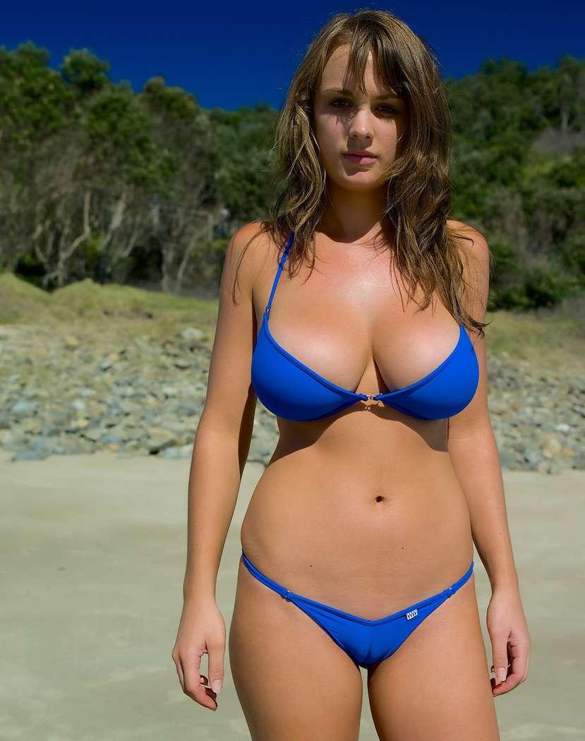 fille sexy en bikini fille se branle