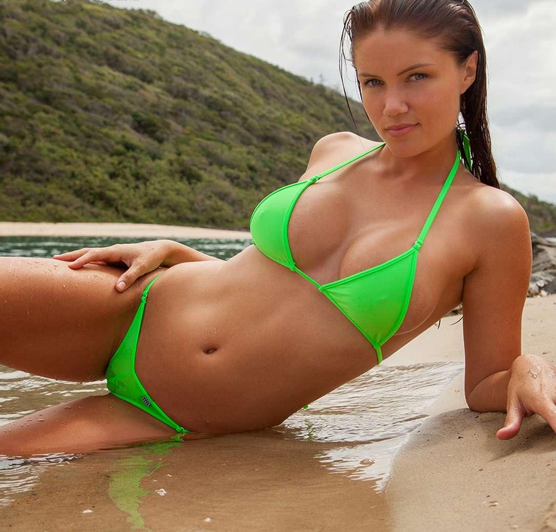 gros seins bikini fille sexy (19)
