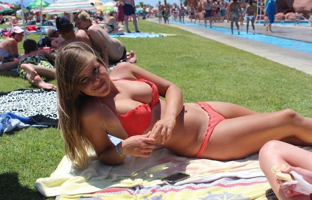 gros seins bikini fille sexy (4)
