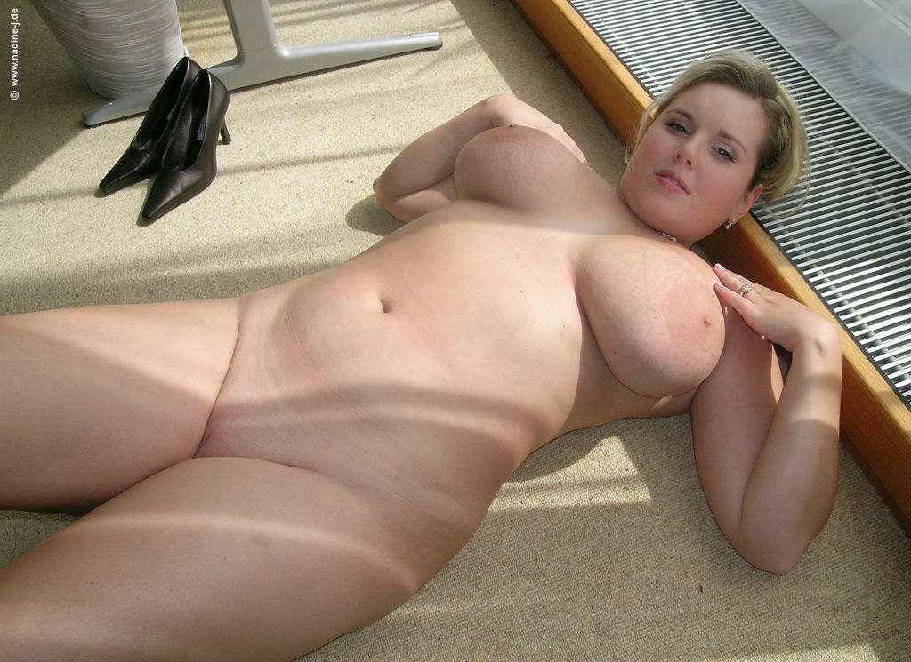 Femmes Aux Formes Gnreuses Mais Avec Des Gros Nichons -4947