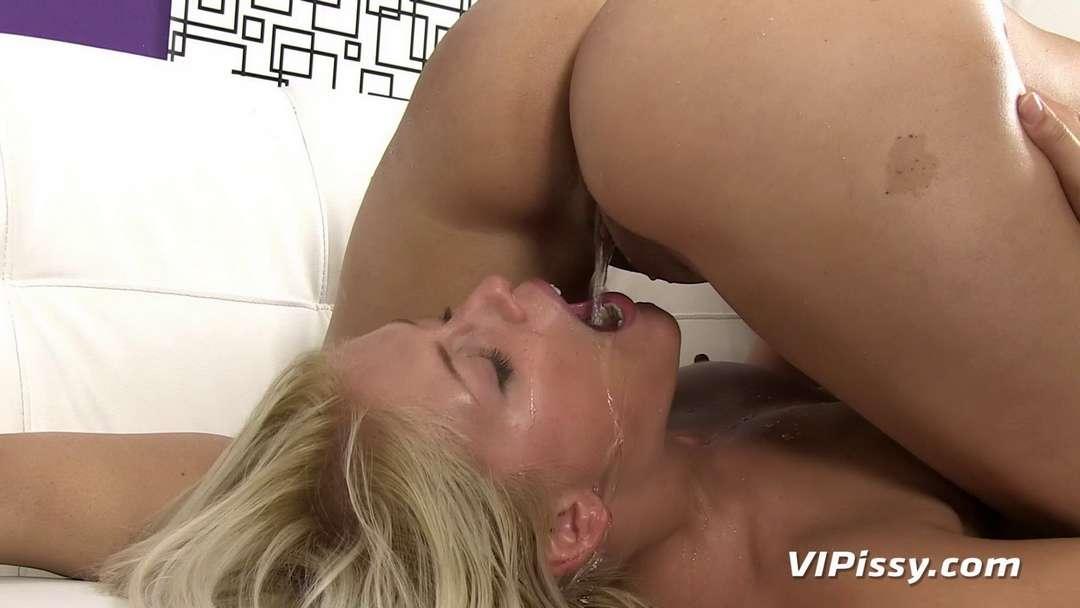 lesbienne uro pipi (4)