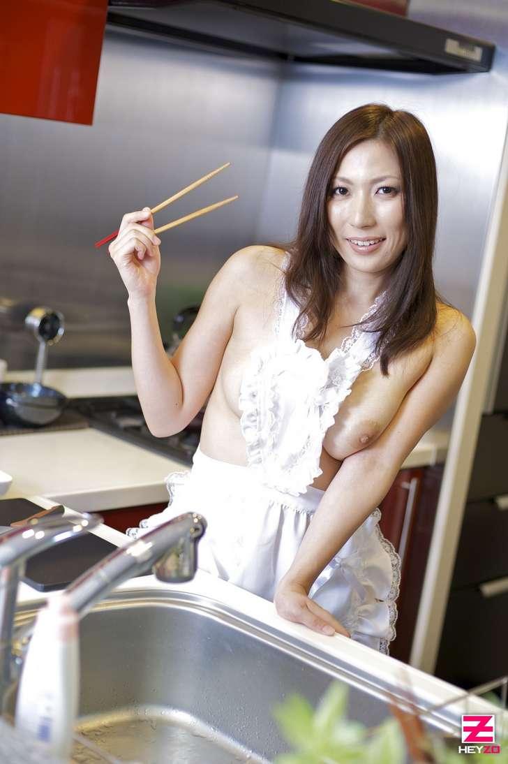 maman japonaise nue gros seins (102)