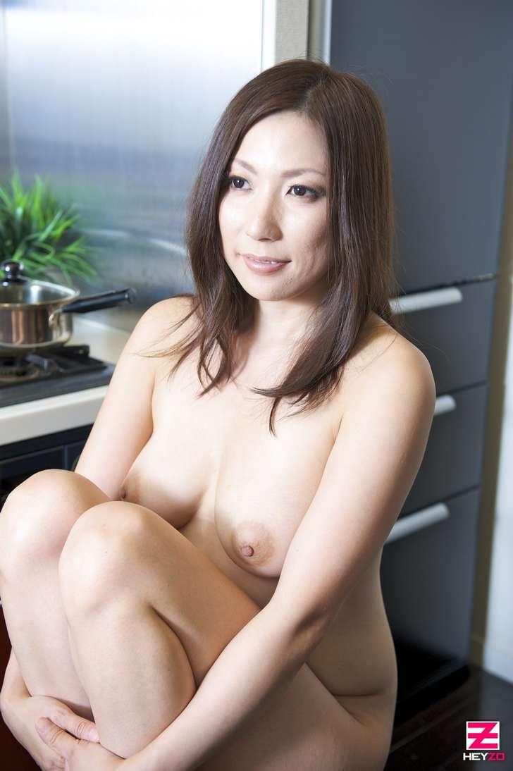 maman japonaise nue gros seins (109)
