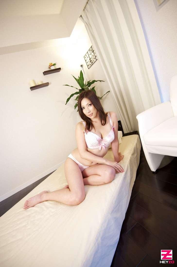 maman japonaise nue gros seins (115)