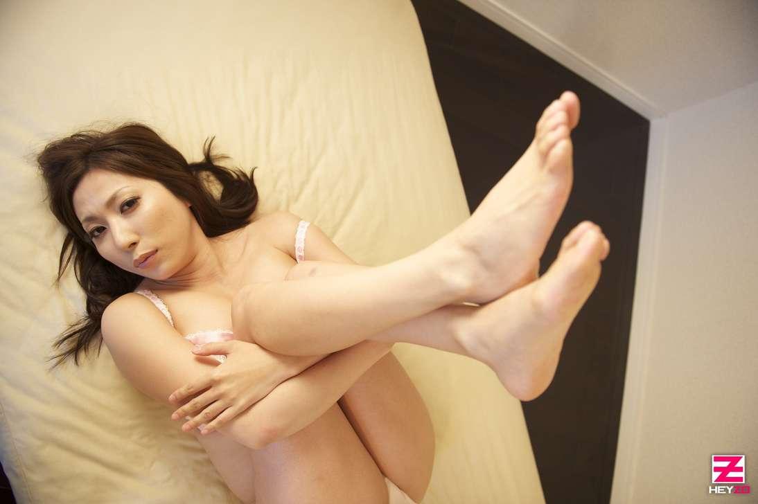 maman japonaise nue gros seins (121)