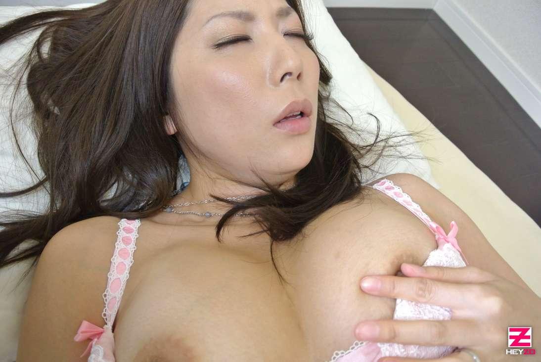 maman japonaise nue suce baise (101)