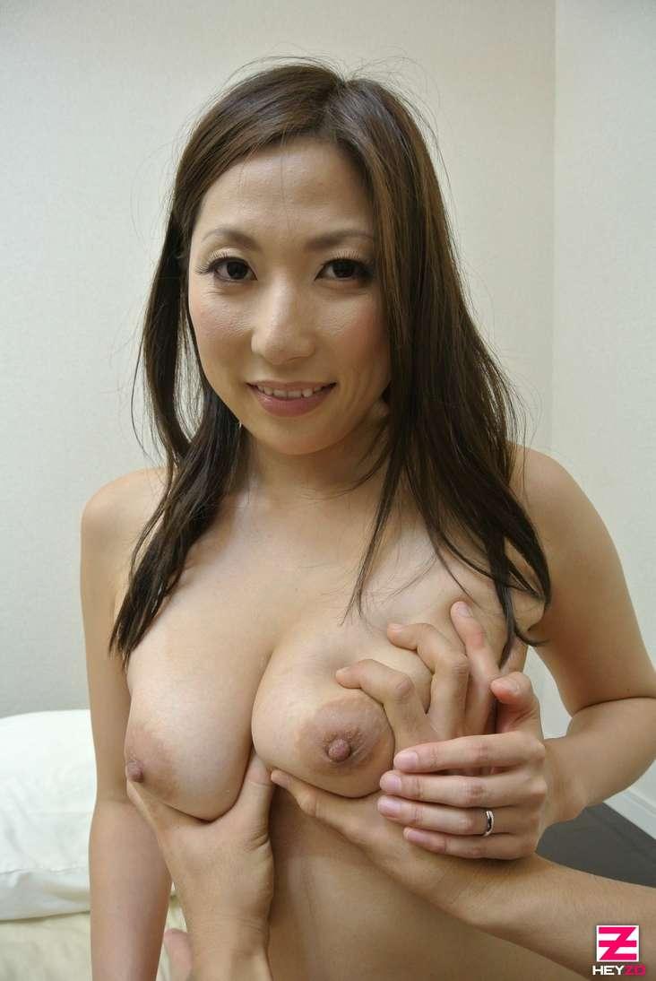 maman japonaise nue suce baise (105)