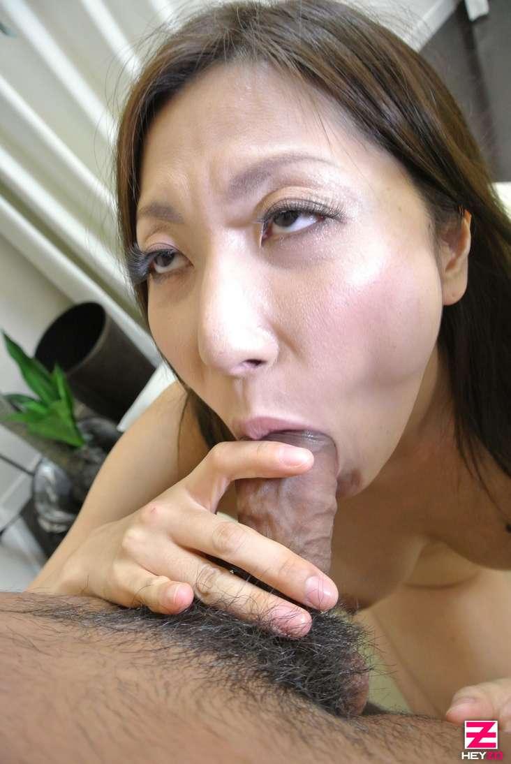 maman japonaise nue suce baise (112)