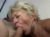 Des vieilles gourmandes qui prennent plaisir à pomper