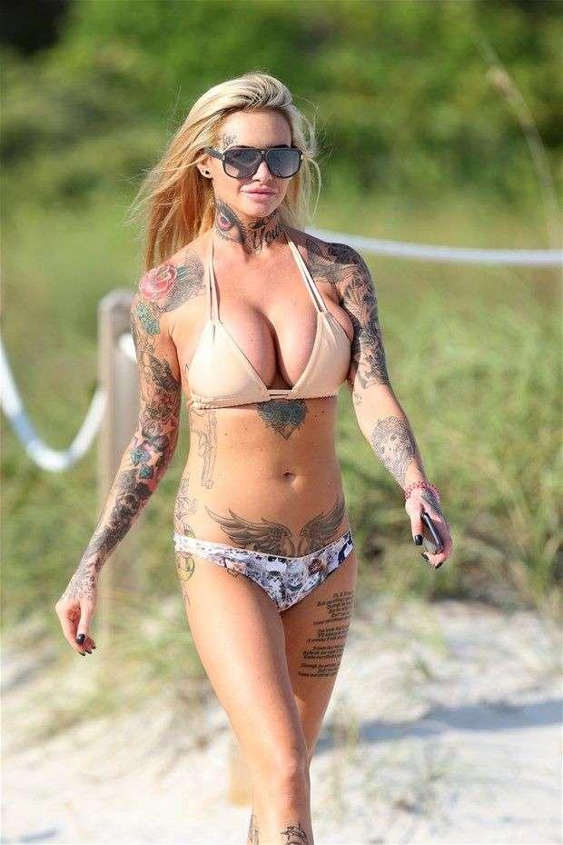 mature blonde tatouee gros nichons (101)