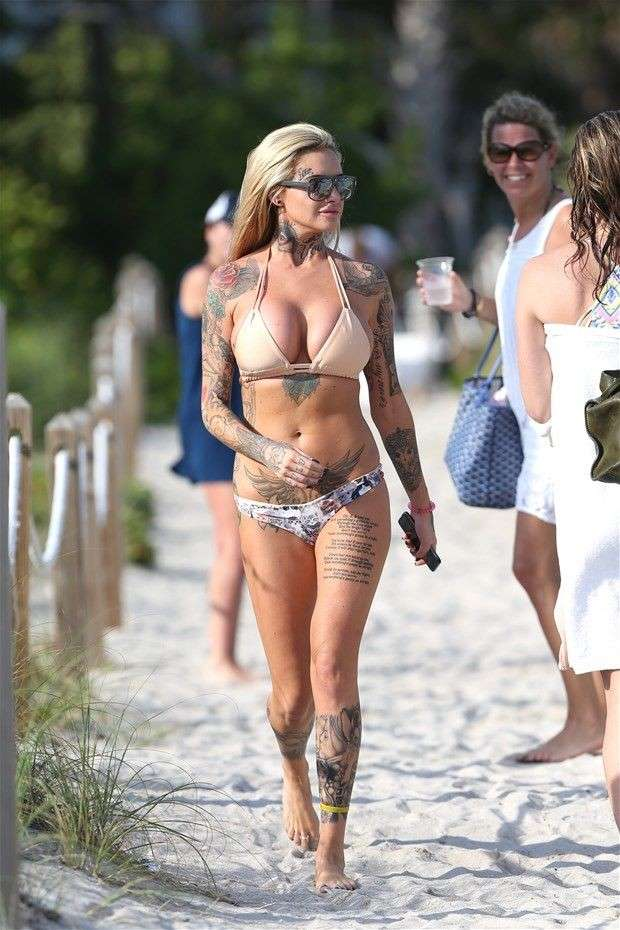 mature blonde tatouee gros nichons (103)