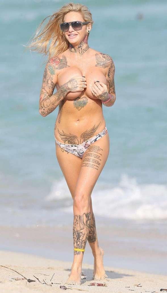 mature blonde tatouee gros nichons (111)