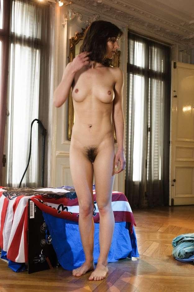 Milf aux gros seins prise en dp dans la maison du sexe - 2 part 4