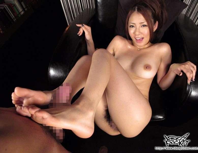 nippone branle pieds sexy (2)