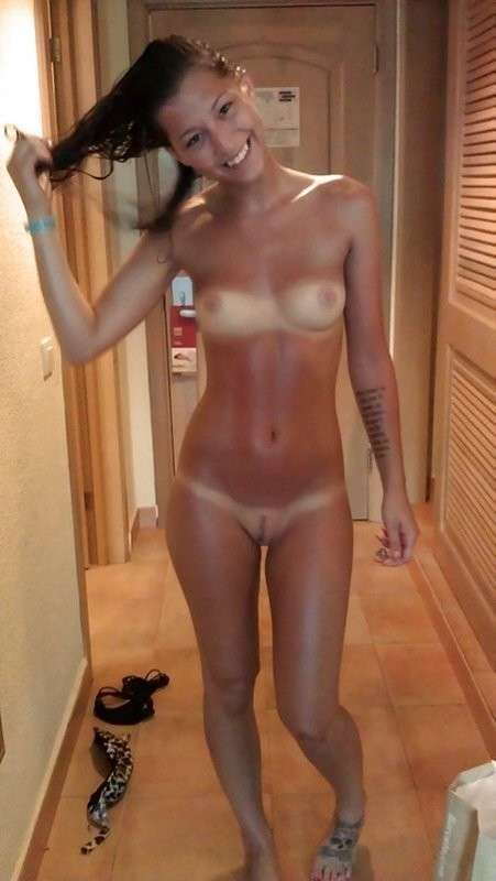 petits seins tanlines (4)