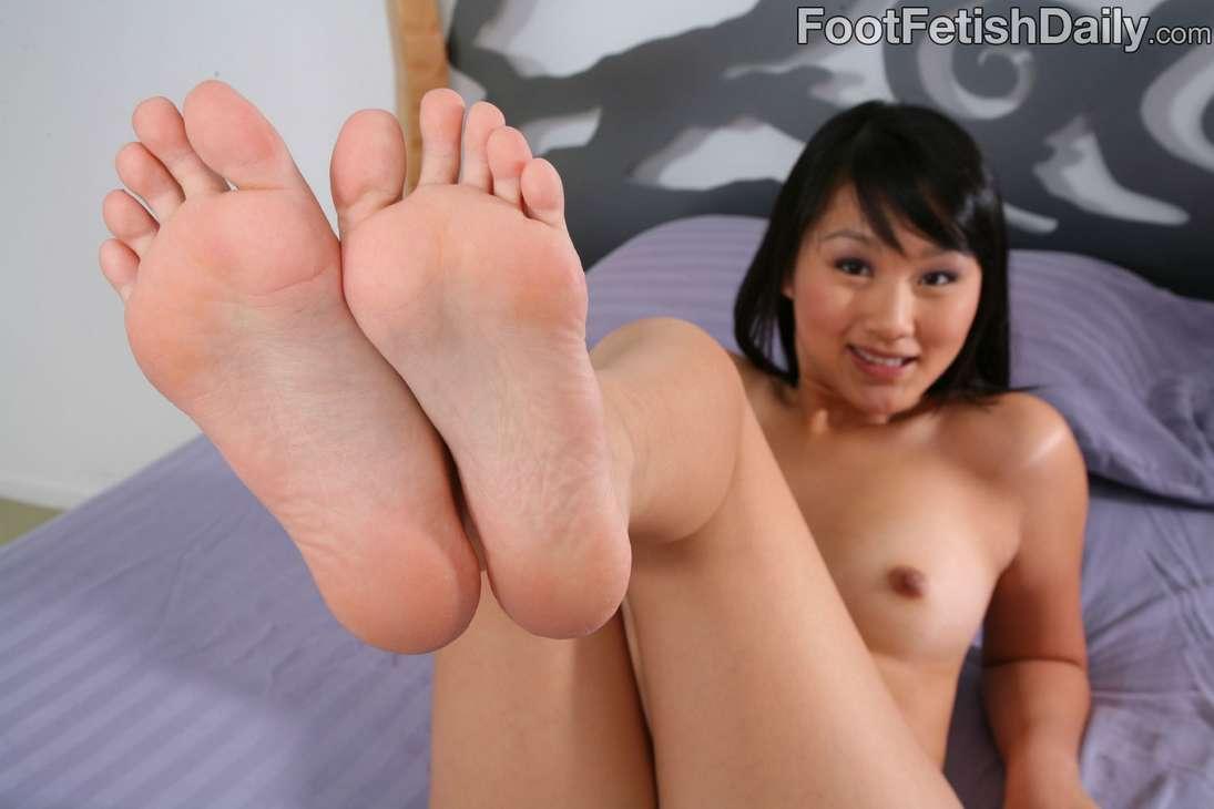 pieds asiatique nue (17)