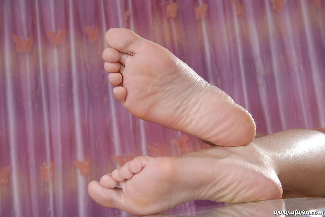 pieds asiatique nue (18)