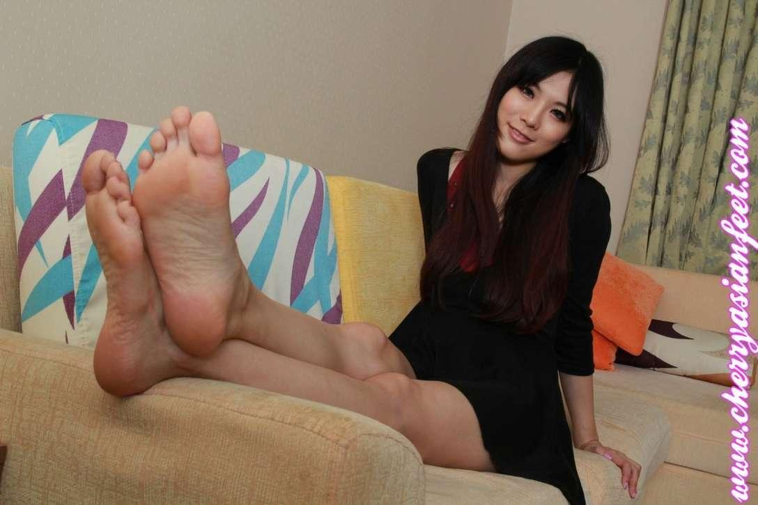pieds asiatique nue (23)