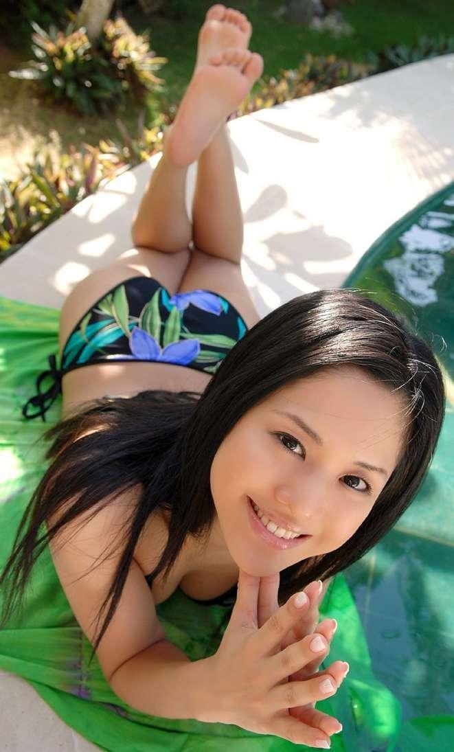 pieds asiatique nue (7)