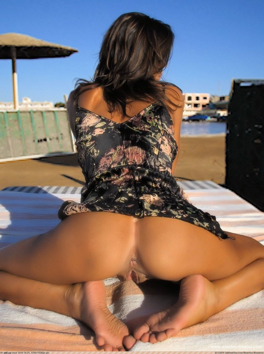 pussy-upskirt-at-the-beach