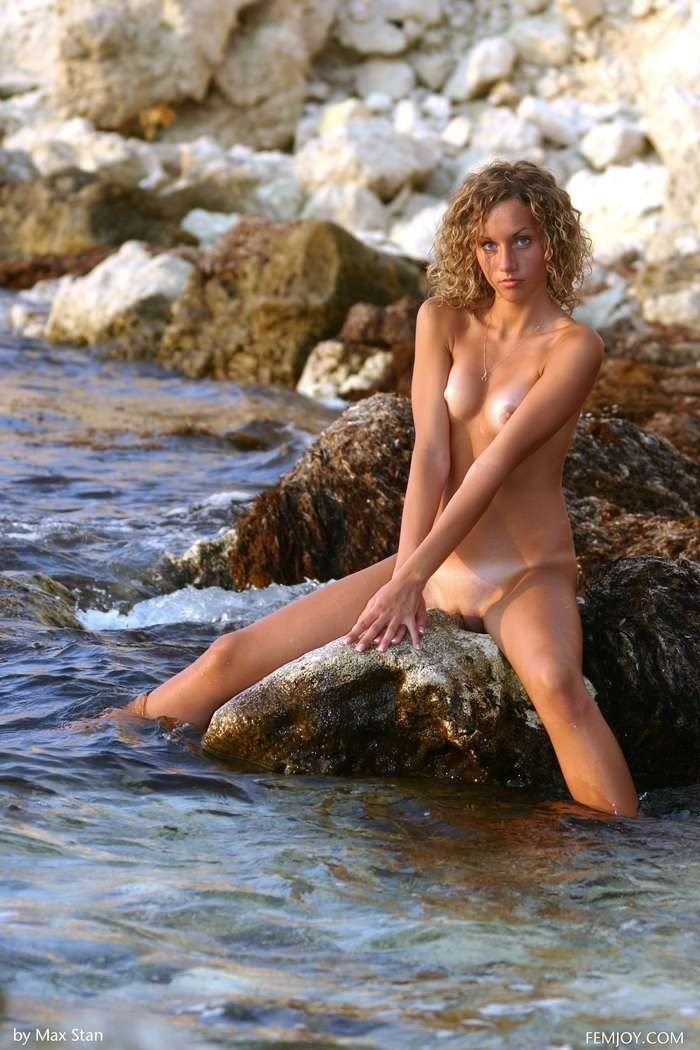 cassie nue topless filles blonde majeure nue