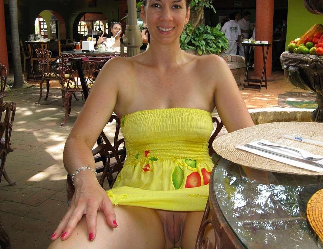 upskirt sans culotte public (7)