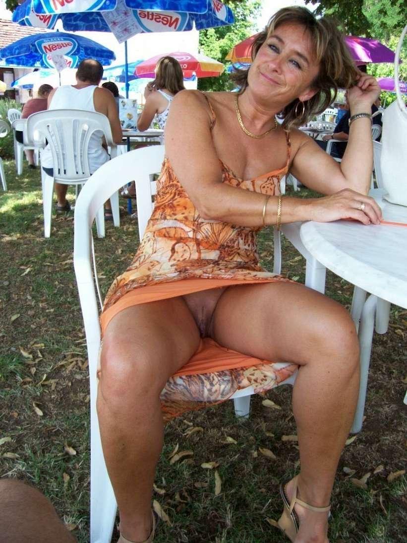 upskirt sans culotte public (8)