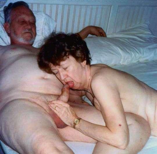 vieille femme nue suce (19)