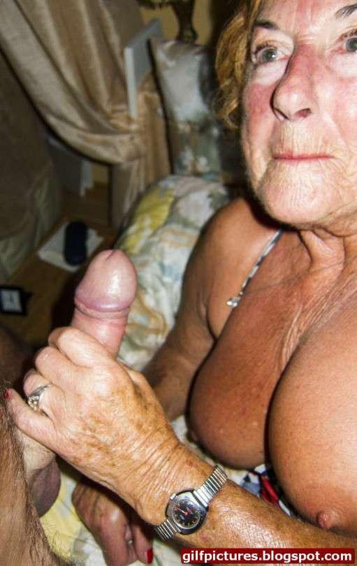 vieille femme nue suce (2)