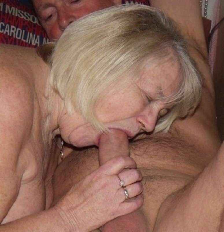 vieille femme nue suce (4)