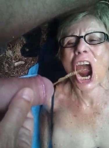 vieille femme nue suce (5)