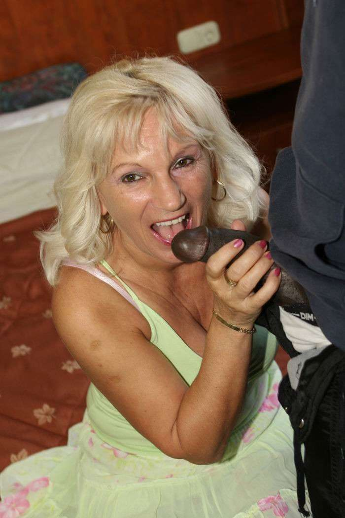 vieille femme nue suce (7)