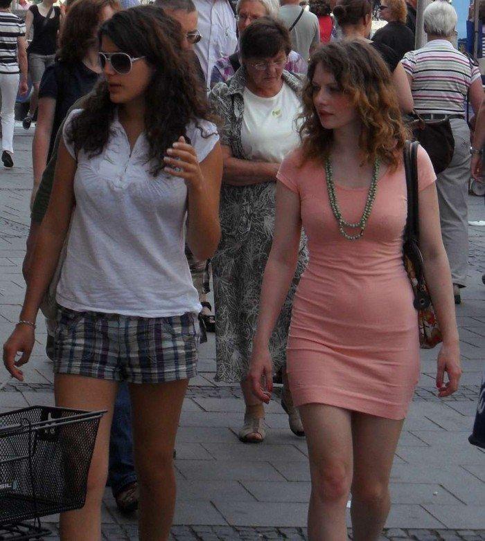 Filles sexy de tous les jours photographiées dans la rue à