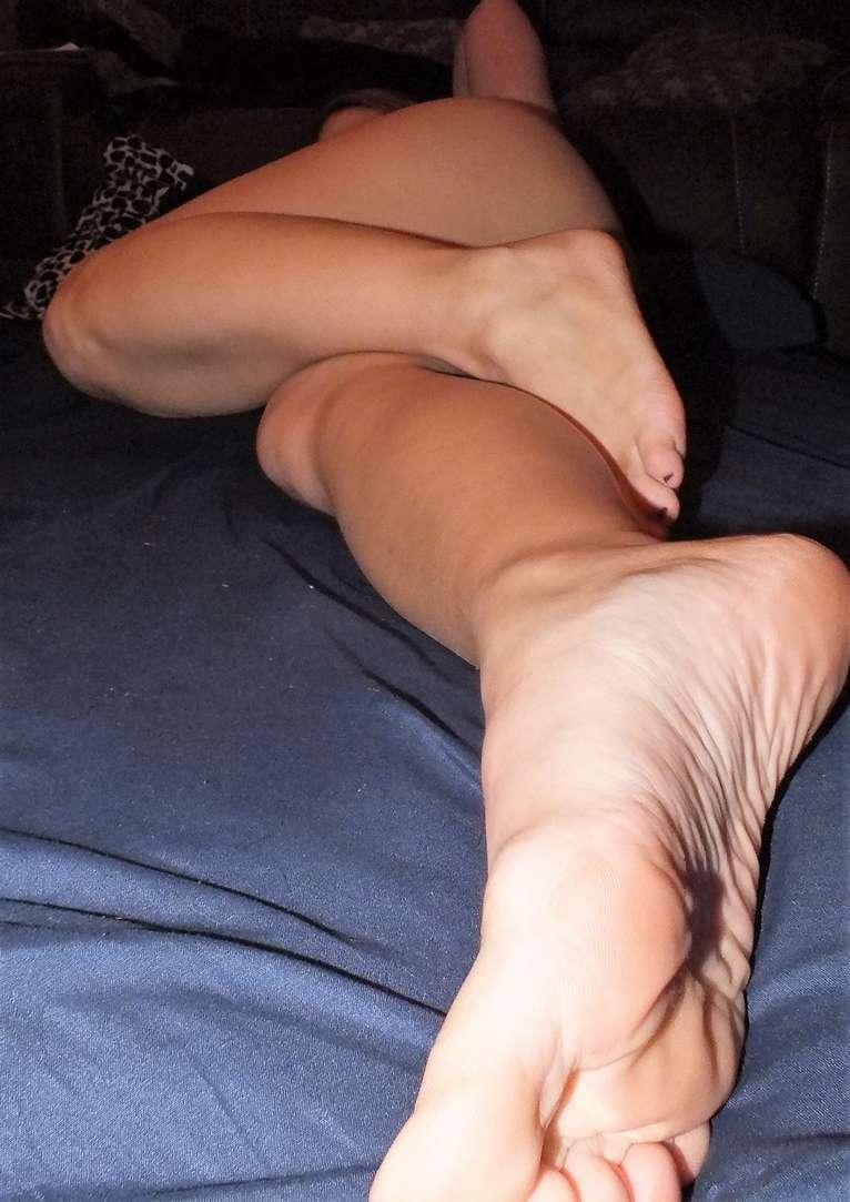 beau cul pieds sexy rousse nue (104)
