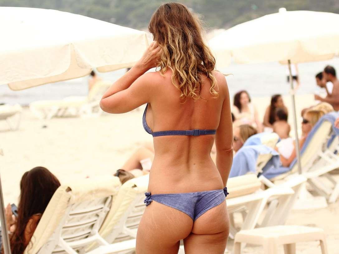 bikini dans le cul (1)